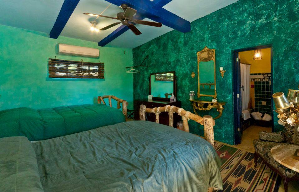 Double Queen Green Room